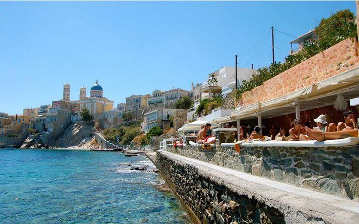 Βουτάμε στις ωραιότερες παραλίες της Σύρου - Greekguide.com