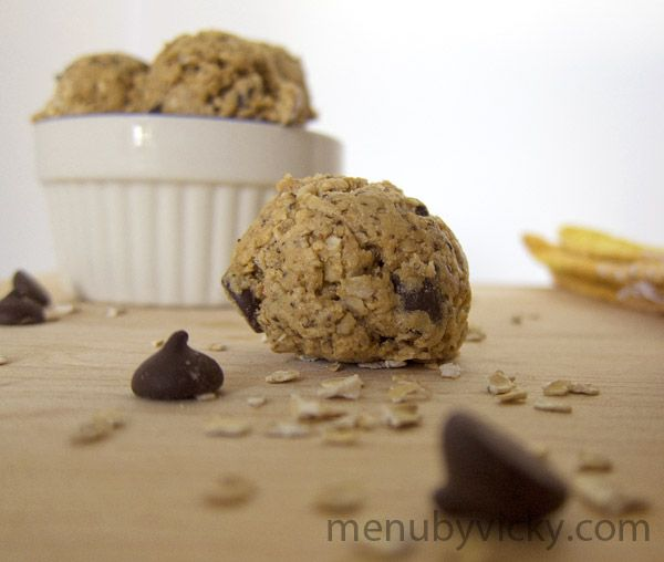 A recipe for healthy Peanut Butter Oatmeal Chocolate Chip Protein Cookie Balls. Try with chocolate protein powder too!