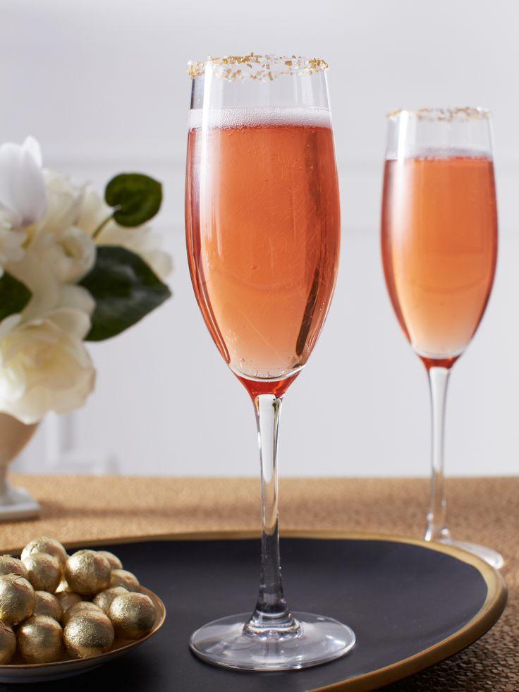Recipe: Fizzy Pomegranate Champagne Punch