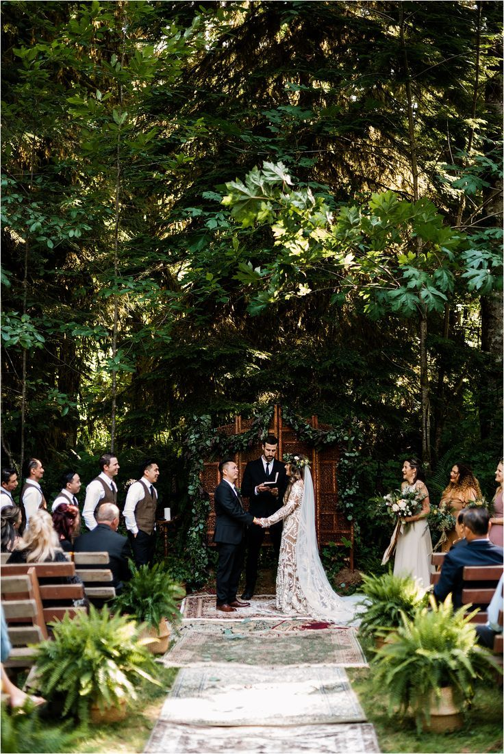 Bohemian Destination Wedding In Camp Lane Oregon In 2020 Wedding Venues Oregon Garden Wedding Inspiration Summer Wedding Outdoor