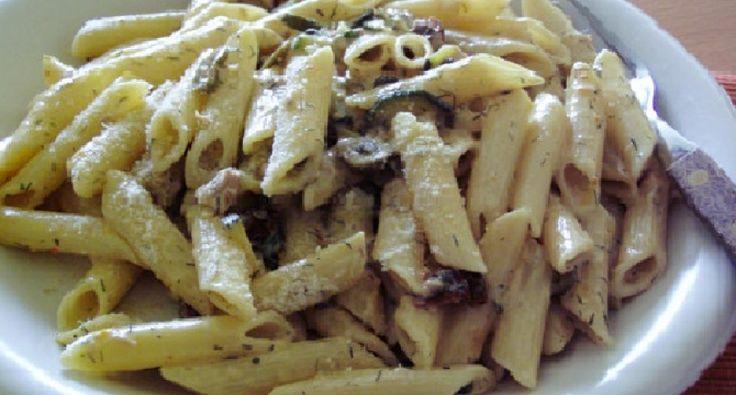 Paleo Cukkinis tészta recept: Barátnőmmel közös első éves évfordulónkra készítettem ezt az ételt, és nagyon jól sikerült. :)
