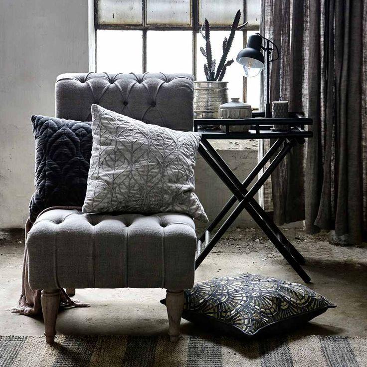Der Kompakte Beistelltisch Im Wohnzimmer Platzsparende Designs. die ...