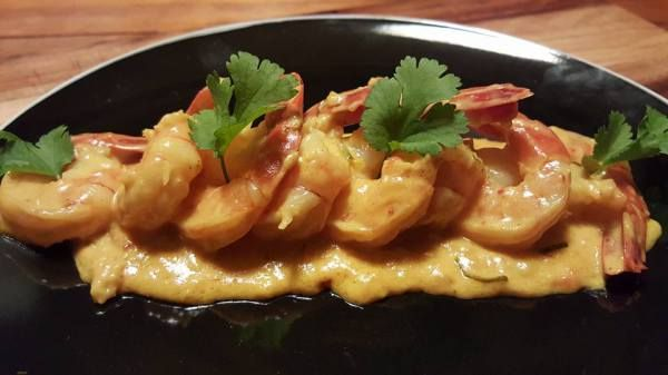 Mild yellow chilli curry with prawns