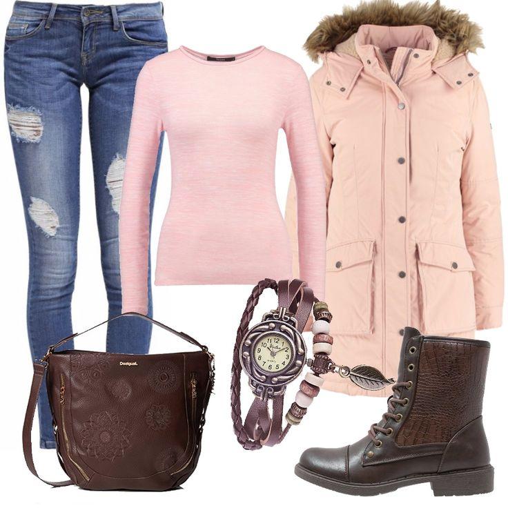 Un look comodo e pratico per la vita di tutti i giorni, con jeans strappati e maglia rosa a manica lunga. Ai piedi dei comodi stivaletti flat stringati in pelle marrone, uguali alla borsa Desigual. Per concludere una giaccia rosa con cappuccio e un orologio alternativo, con dettagli rosa in cuoio.