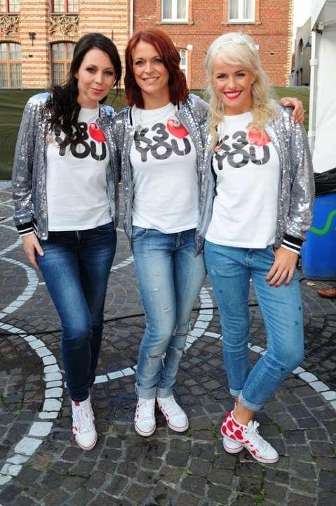 Kristel, Karen en Josje van K3. Super leuk ook die hartjes op de schoenen!
