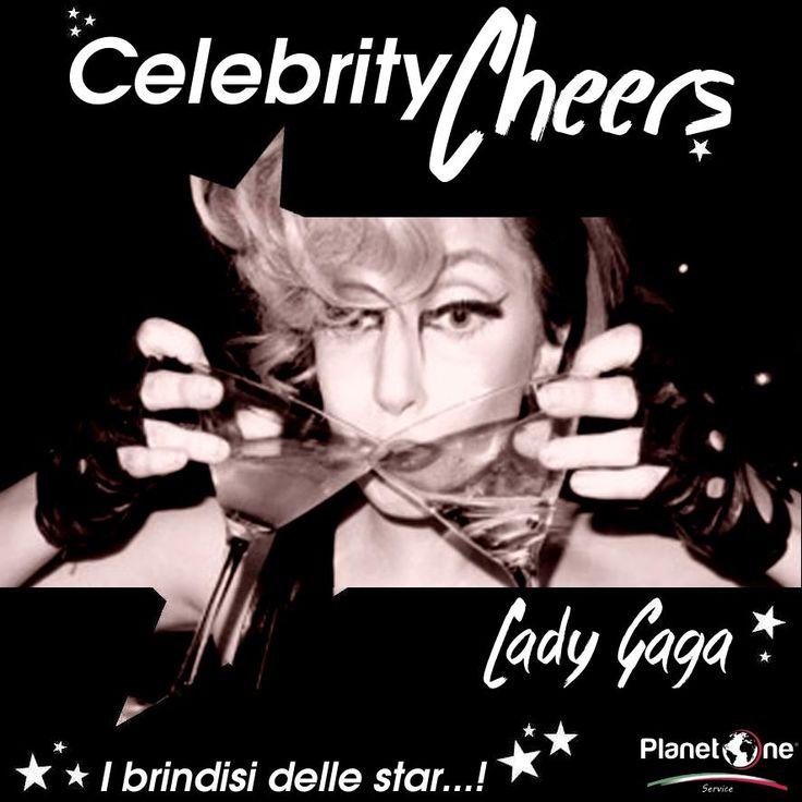 Ingordi pure voi come Lady Gaga in fatto di cocktail? La popstar dai look improbabili e incredibili si concede due Martini come fosse l'ultimo weekend sulla Terra… Voi miscelate e bevete sempre responsabilmente!