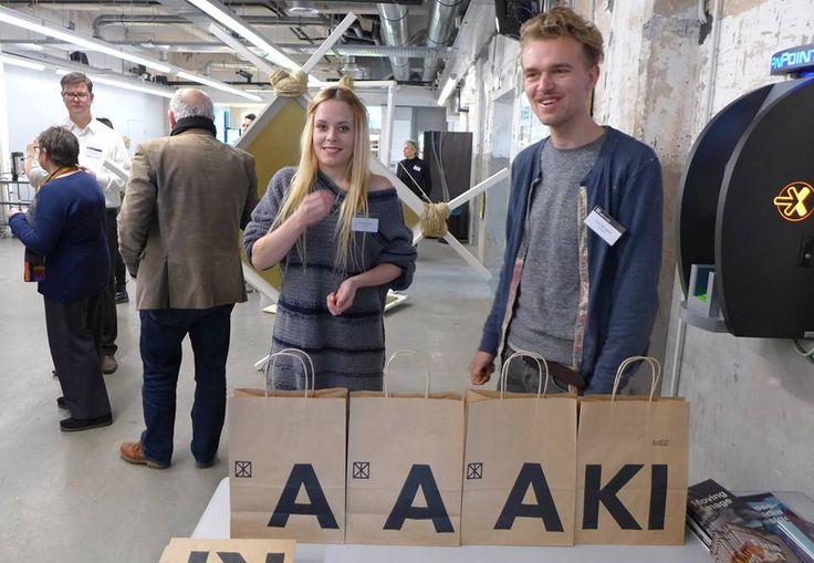 """Honderden aankomende kunstenaars bezochten de Open Dag van de AKI in Enschede. De kaalslag in de cultuursector deert hen niet. """"Je moet je hart volgen."""" Bron: TC Tubantia. Tekst: Herman Haverkate. Ze is een van de velen vandaag, Irene Schippers. Scholieren uit het hele land, op de drempel van een nieuw leven, maar eigenlijk verrassend weinig..."""