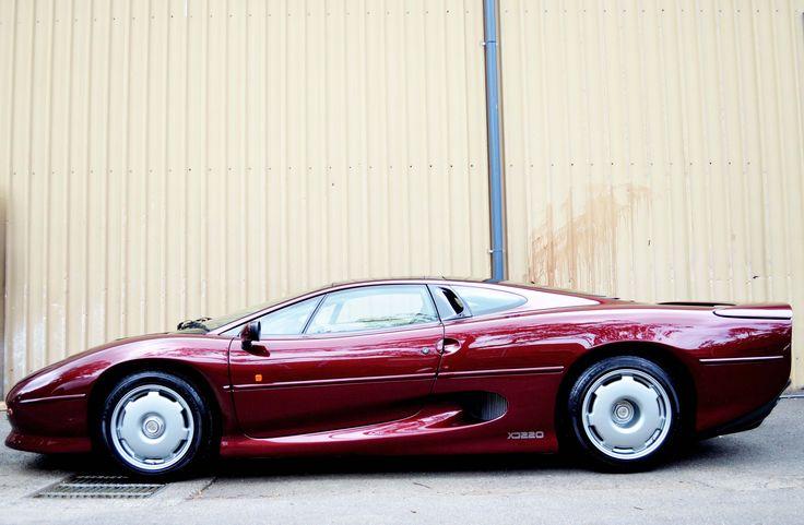 Built for speed. Our Jaguar XJ220 1.