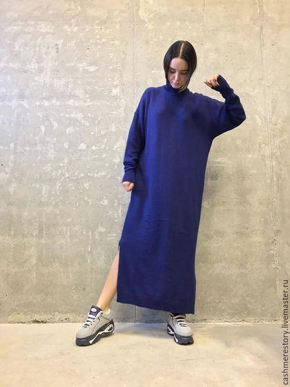Купить или заказать Платье вязаное женское Navy Colour в интернет-магазине на Ярмарке Мастеров. Платье вязаное женское Navy Colour выполнено из смеси кашемира, шелка и шерсти меринос в актуальном темно-синем цвете с длинным рукавом, высоким горлом свободного силуэта в наличии 44-46 , 48-50…
