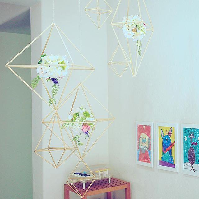 DIY/ himmeli flower hanger #ベイビーシャワー の#スタイリング で使った#ヒンメリ を#プレイエリア で#再利用 #himmeli #diycrafts #geometric #flower #partystyling #decoration #babyshower
