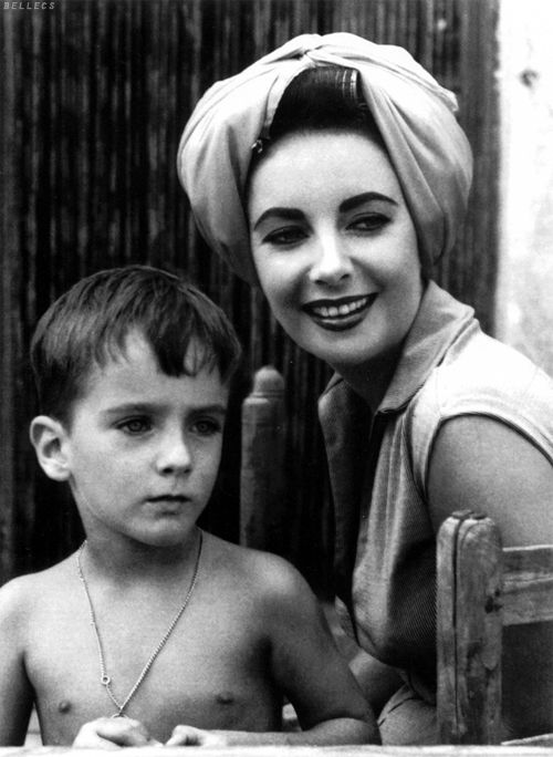 Elizabeth Taylor and son, Christopher Wilding, 1959