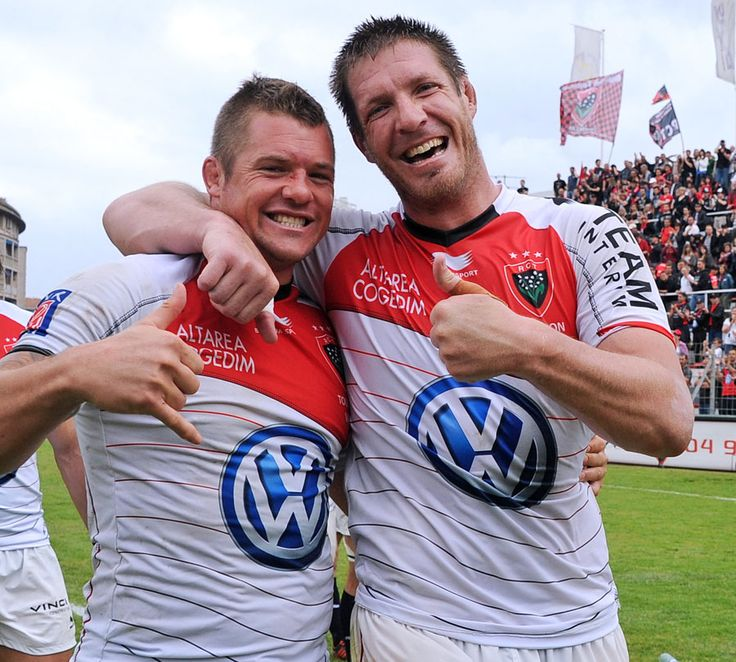 Toulon S Joe Van Niekerk And Bakkies Botha Celebrate Securing A Play Off Place Rugby Players Rugby Toulon