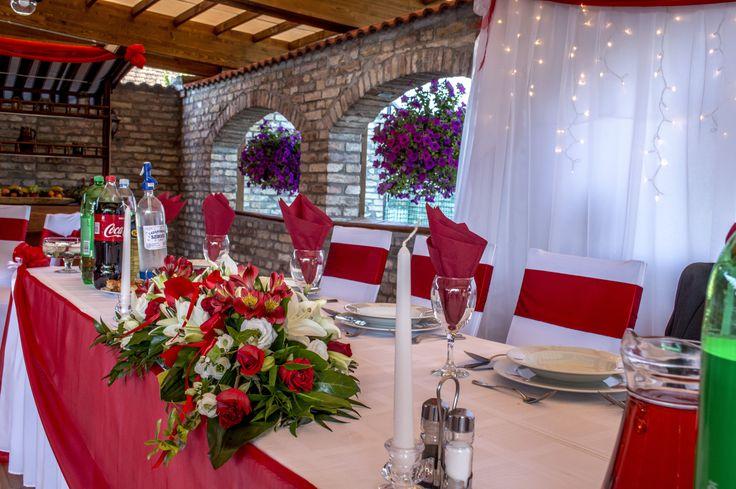 Bordó esküvői főasztaldísz - Red table decoration