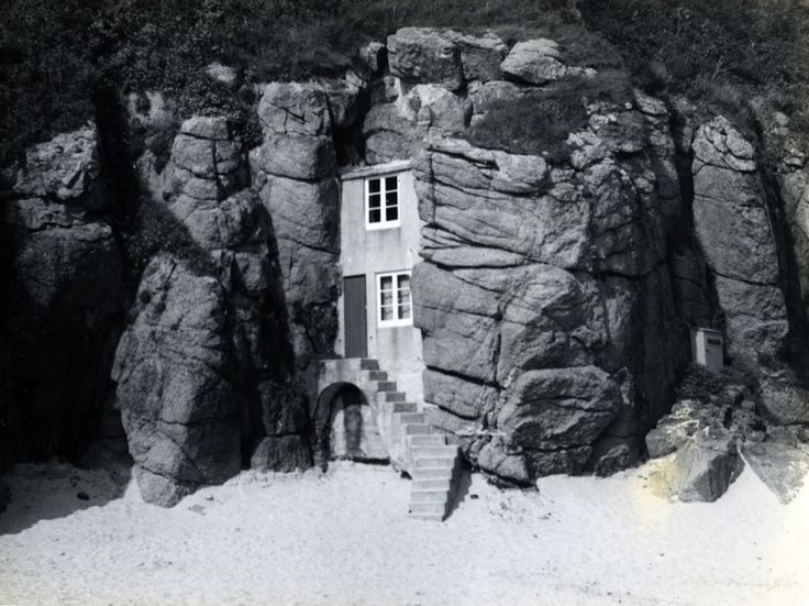 "ROWENA CADE'S BEACH HUT(c.1953) | Porthcurno, Cornwall (citation ""Rowena Cade's beach hut,"" cornishmemory.com, accessed March 12, 2017, http://cornishmemory.com/item/CTR_8_1001.) ✫ღ⊰n"