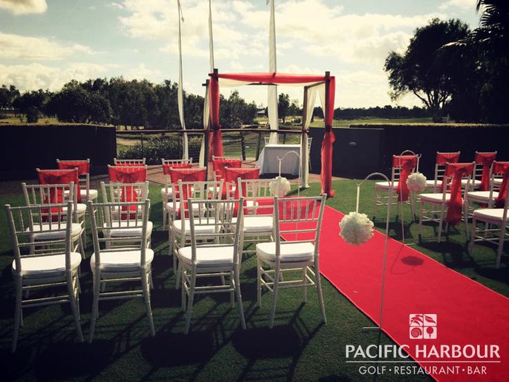 Andrew and Laura's wedding outdoors at Pacific Harbour Golf & Country Club