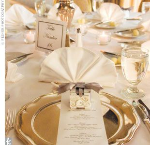 more goldReceptions Decor, Tables Sets, Gold Weddings, Receptions Napkins, Nice Tables, Beautiful Places, Tables Numbers, Fall Weddings, Places Sets