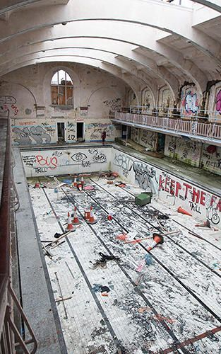Incredible Photos From An Urban Explorer's Journeys To The Forbidden Parts Of…