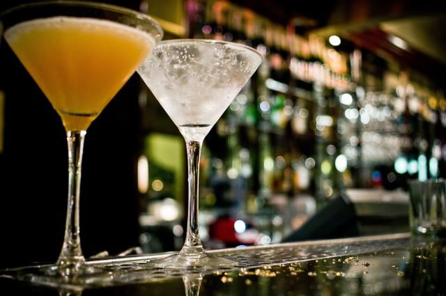 The Drinks That Every Bartender Should Know: Learning the Basic Cocktails and Mixed Drinks