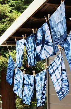 Shibori : technique japonaise de teinture comme le tie and dye. Jolis résultats.