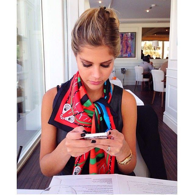 Lala Rudge @lalatrussardirudge Instagram photos   Webstagram Lenço colorido com blusinha preta- must!