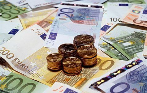 Dans l'industrie, les carnets de commandes se remplissent, le prix du baril de pétrole descend encore, les permis de contruire sont en hausse... trois bons indices pour l'économie française en 2016 selon Euler Hermes.