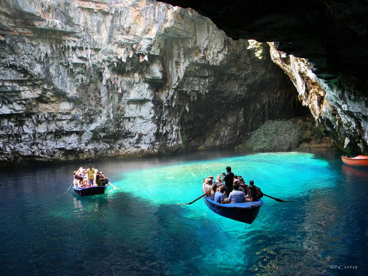 O drumeţie de basm! Una din cele mai frumoase peşteri ale lumii se afla in Romania   CYD.RO
