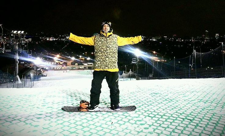 Slope in the city ? Yeah - Warsaw in Poland.  #jibbin #city #lifestyle #instructor #snowboarding