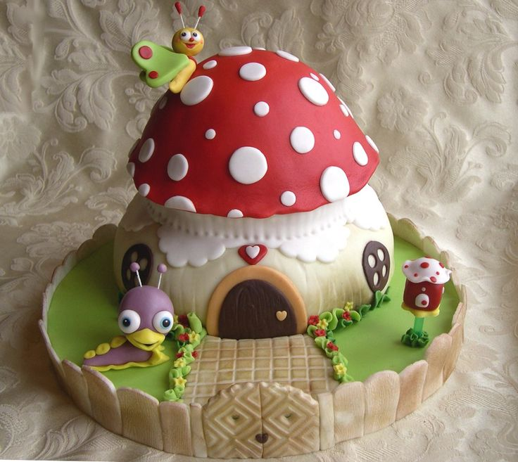 Toadstool cake tutorial. Very cute. Will have to use google translate to translate to English