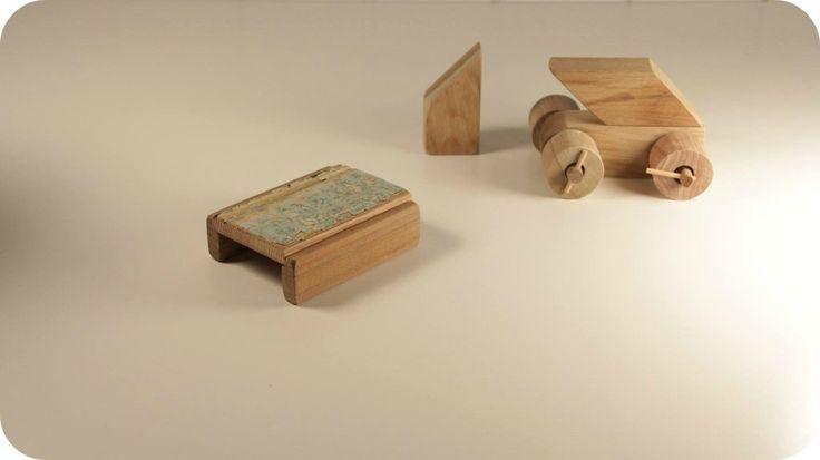 Juguetes de madera. Bloques para armar casas, barcos, autos. Hechos con recortes de sobrantes de Net Muebles. Sarmiento. http://www.emmayrob.com/sarmiento-el-juego-por-hacer/