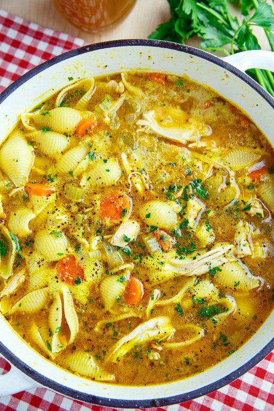 Sopa de fideos con pollo.