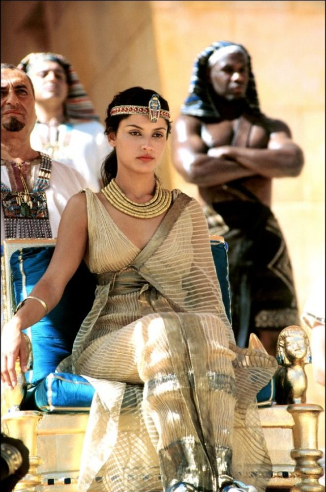 Cleopatra (tv serie 1999) with Leonor Varela as Cleopatra