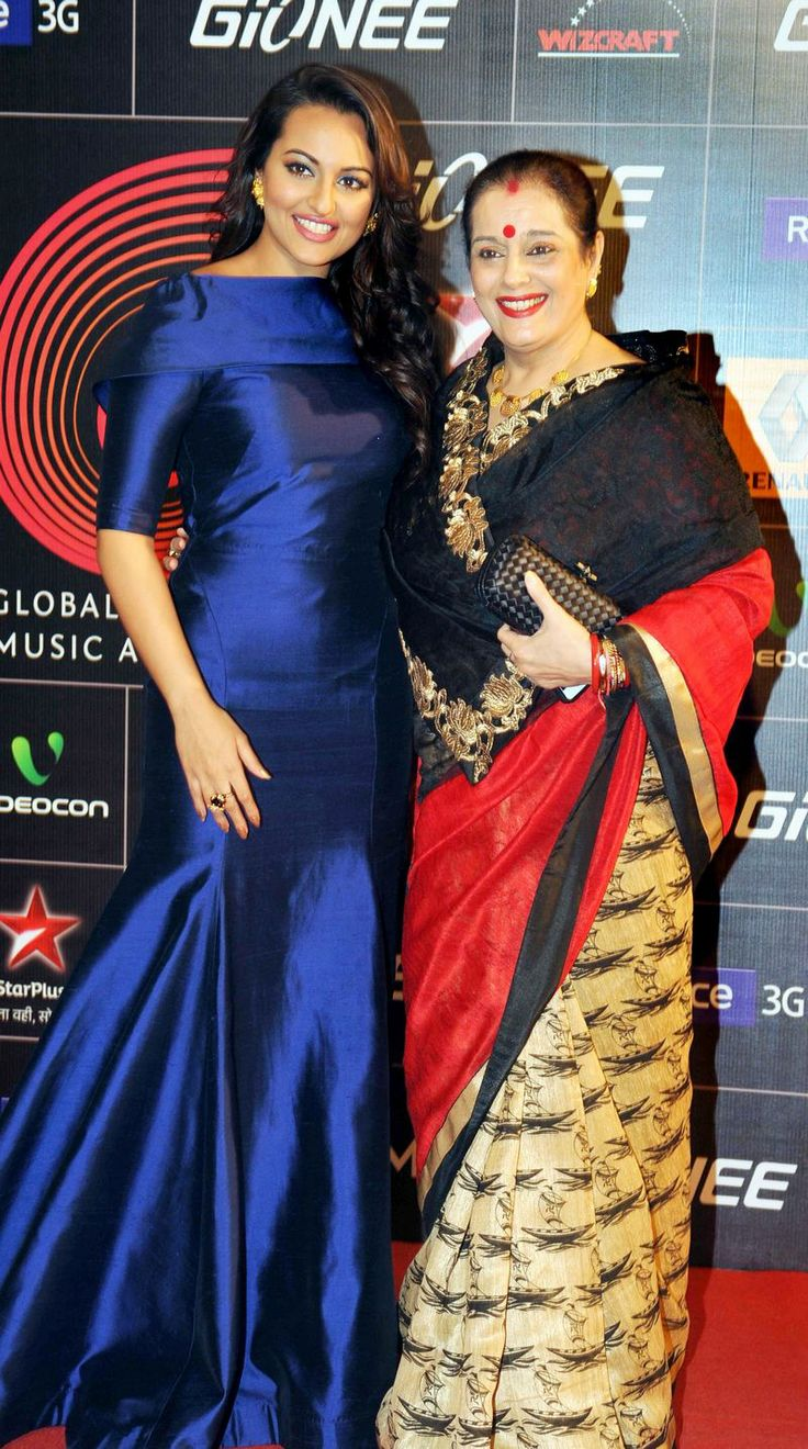 Sonakshi Sinha was accompanied by her mum, Poonam Sinha at the GiMA Awards 2014. #Style #Bollywood #Fashion #Beauty