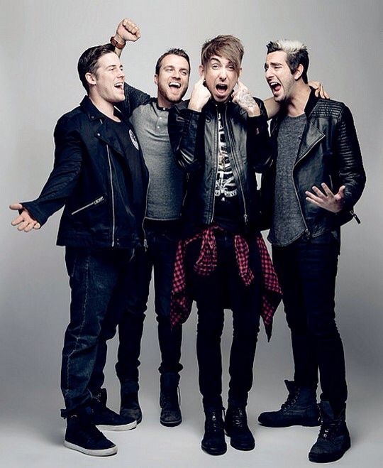 CAN I JUST SAY ALEX IN HIS LEATHER JACKET AND PLAID SHIRT MAKES ME CRY BECAUSE HE LOOKS LITERALLY SO PERFECT