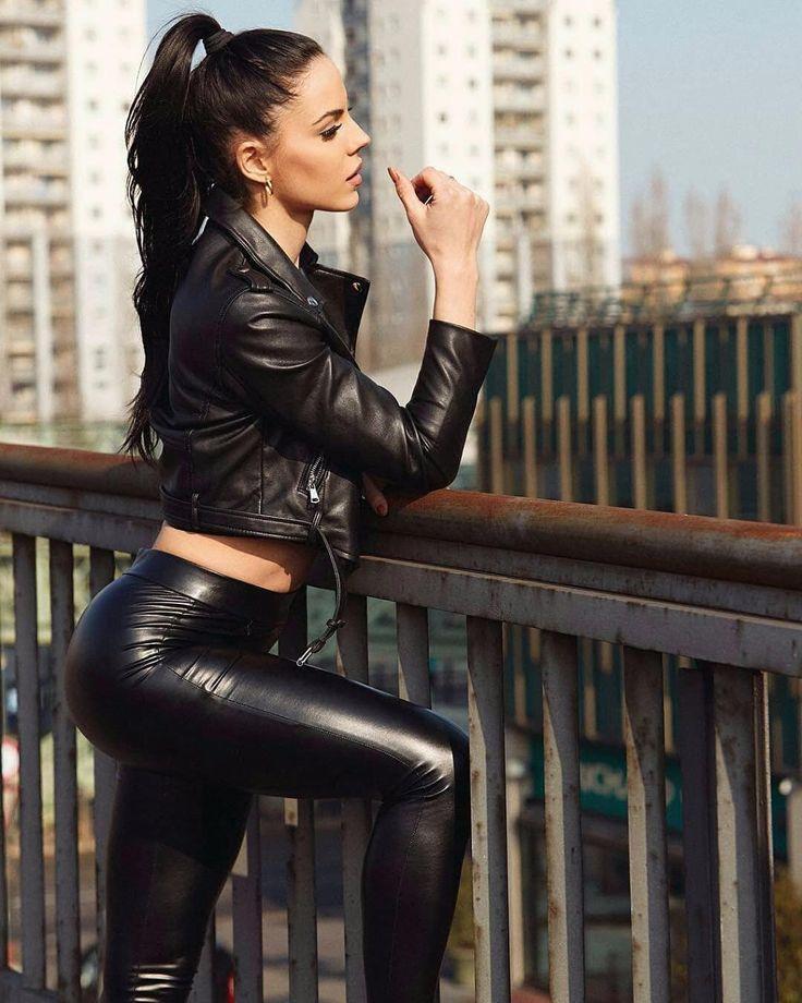 красивые возбужденные девушки в кожаных сексуальных куртках фото девочку