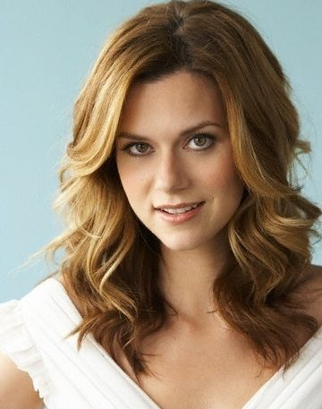 hilarie burton - i know i've been growing my hair out, but starting to think i want to get this cut...