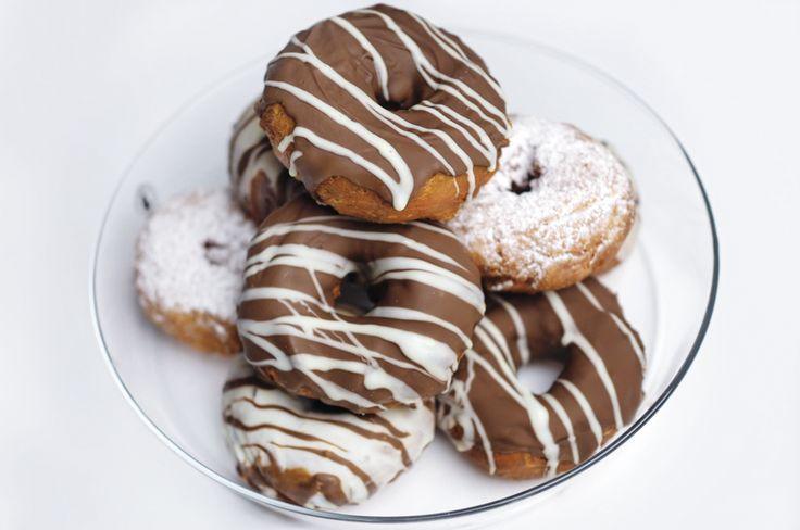 Suklaakuorrutetut donitsit // UINO