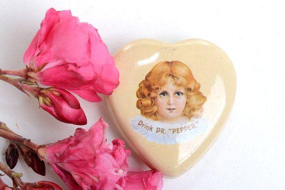 Caja de hojalata caja en forma de corazón por Brocantebcn en Etsy