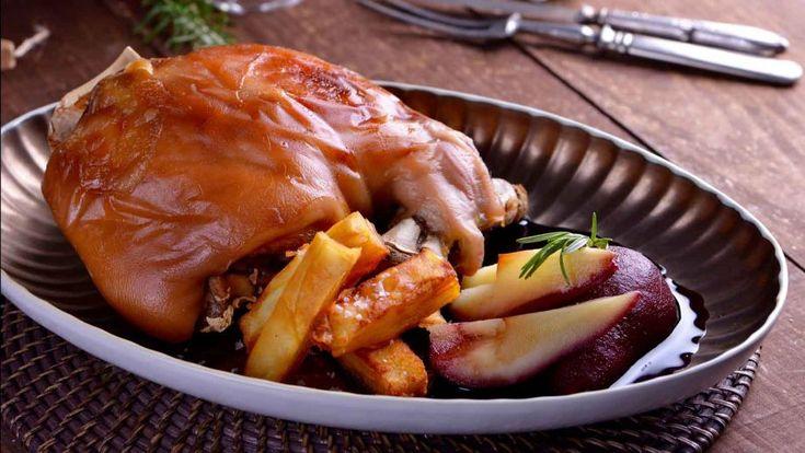 Receta de Navidad paso a paso y con foto de Cochinillo asado de Cocinamos contigo, forma tradicional de cocinar el cochinillo acompañado con patatas.