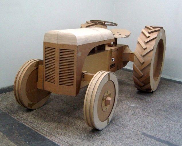 Traktor, pap, tape og lim, 130x157x285 cm, 2005. Foto: Simon Høgsberg