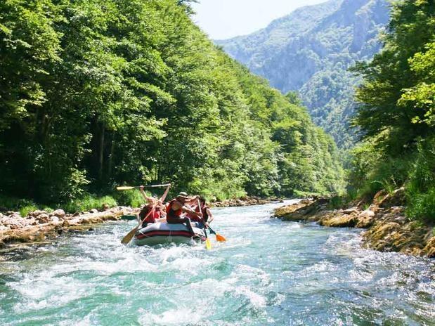 Rios da Jamaica, país em que vivem 2,84 milhões de habitantes, são usados para práticas de esportes como o rafting, considerados soft Foto: Shutterstock