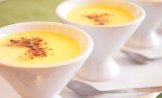Dit Vanillevla recept is zo veel lekkerder dan vla uit een pak! En het is ook nog eens erg leuk om te maken! Veel kookplezier!