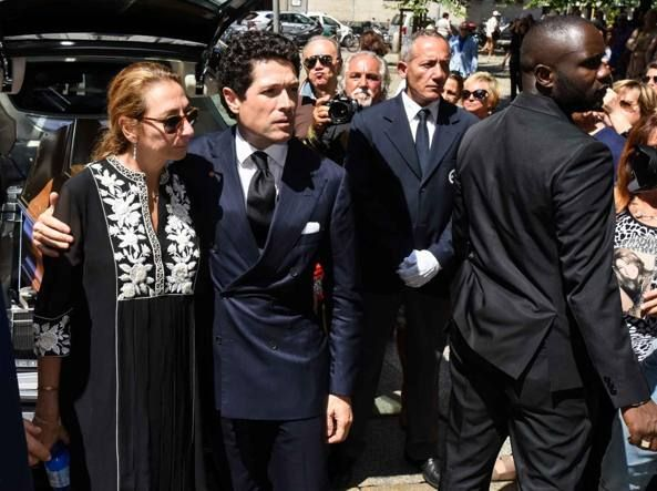 Abito nero funerale marta