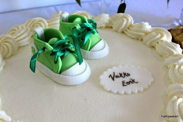 Kastekakku converse-tennareilla/ Christening cake