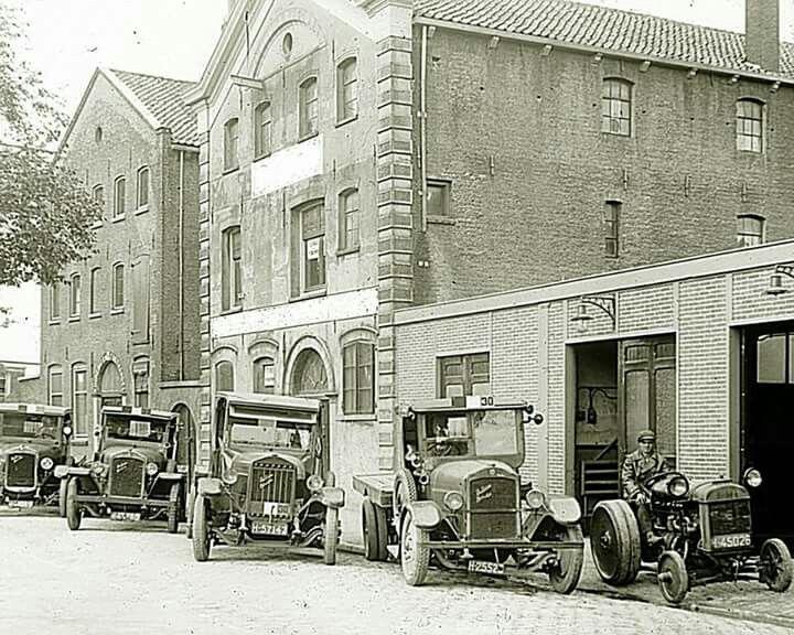 Auto's voor de Glasfabriek