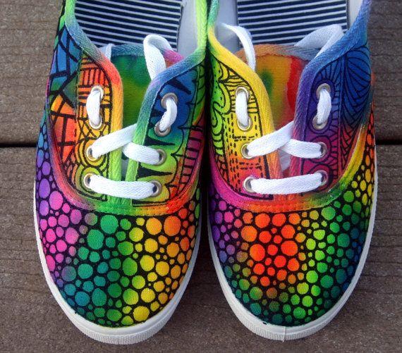 PERSONALIZADAS zapatillas Zentangle!!!!!! La mayoría definitivamente OOAK! Totalmente colorido y escandaloso!!!! Tinta de la tela permanente.