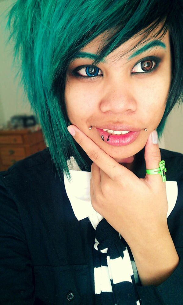 Teal Dive: green eyebrows and hair with two different circle lenses in