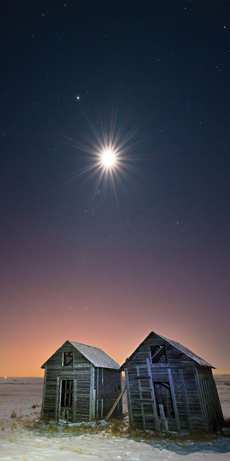 Beautiful sights by night in Alberta, Canada by @laurenepbath on IG