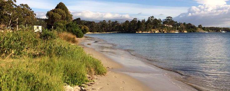 Tasmania Accommodation: Snug Beach Cabin and Caravan Park