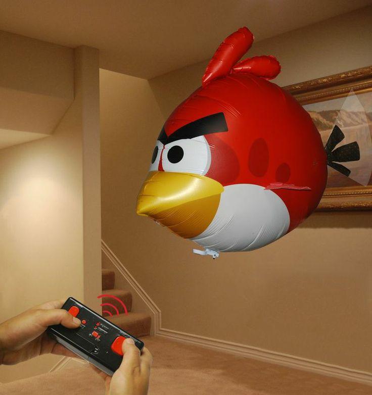 Oiseau colérique volant (Angry Birds Air Swimmers Turbo): Cet oiseau téléguidé amusera autant les petits que les grands! Nécessite 4 piles AA et de l'hélium (non fourni) pour voler. Il suffit de remplir le ballon à l'hélium dans n'importe quel magasin qui vend des ballons ou acheter un petit réservoir. d'hélium et de le remplit à la maison. Le ballon est fait de haute qualité et  de matériaux durables. Il  restera gonflé pendant des semaines et peut être réutilisé encore et encore.