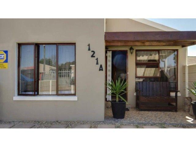 3 Bedroom House For Sale in Peerless Park East | LRE Group